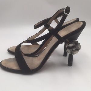 CHANEL SANDALS WITH CC LOGO ON HEEL. SIZE 41